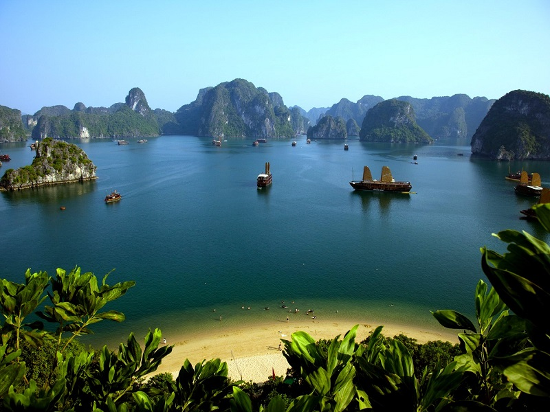 Hop on a Ha Long Bay cruise on your Vietnam holiday