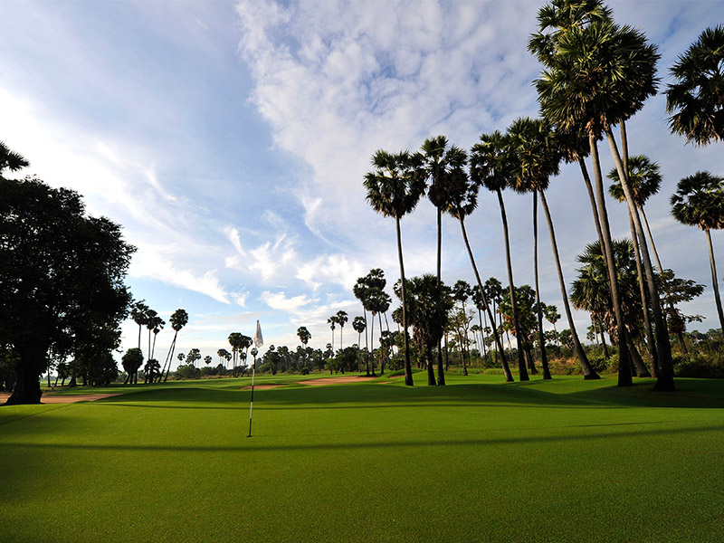 Get away on a golf holiday with Play golf Asia.