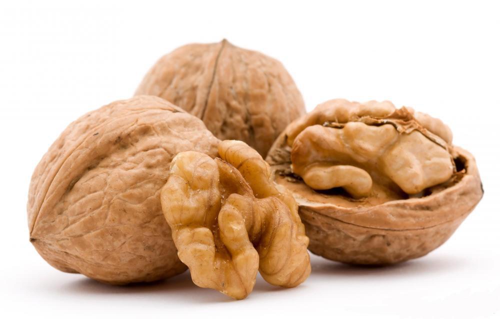 walnuts-and-shells.jpg (1000×638)