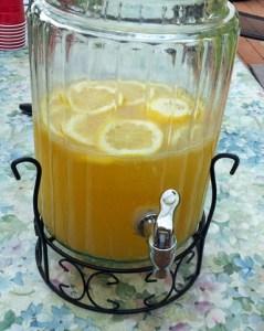 homeade apricot lemonade