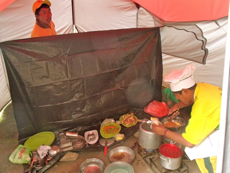 eating and camping on the inca trail