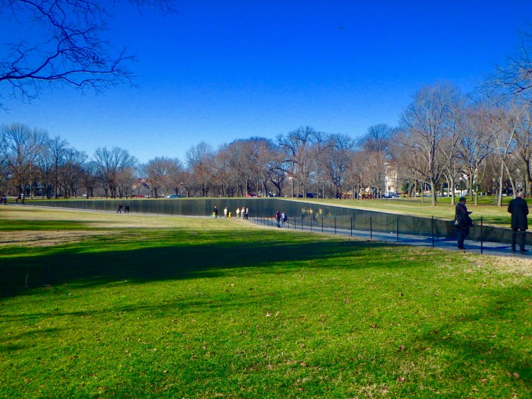 vietnam war memorial in washington DC when to visit the national mall
