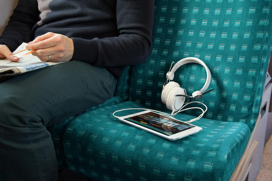 ee_tv_tablet_trainseat_