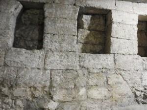 Masonry elements near main ritual cave (© Gregory Jenks)