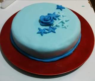 La mia prima torta in pasta di zucchero