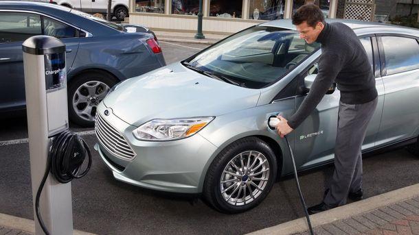 В Украине осенью могут принять закон, который сделает электрокары дешевле на 20%. Фото: electrical-cars.net
