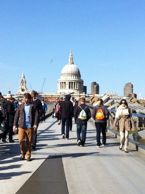 Catedral de St Paul vista da Millenium Bridge