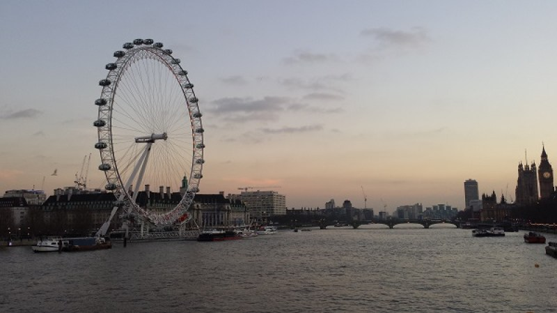 London Eye e big ben ao entardecer