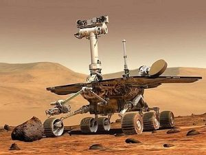Un oggetto metallico spunta dal suolo di Marte