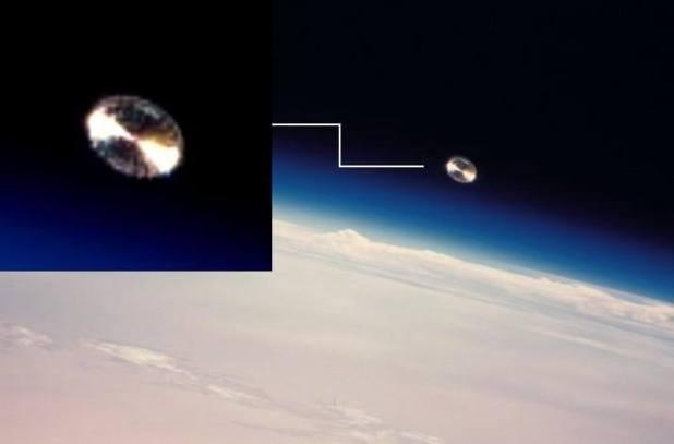Straordinario Ufo argenteo fotografato da Jean Pierre Haignere a bordo della MIR