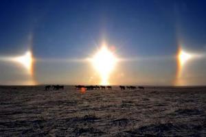 Il raro fenomeno dei tre Soli in cielo contemporaneamente