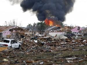 Oltre 80 tornado si abbattono sugli Usa
