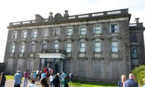 Irlanda: turista fotografa due fantasmi