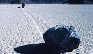 Scoperto il mistero delle pietre che si muovono nella Death Valley