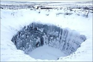 Ricercatori scompaiono dopo aver individuato un oggetto metallico in un cratere in Russia