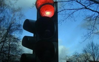 Multa por cruzar el Semáforo en Rojo