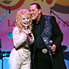 LOST BROTHER: Here are Dolly and Randon Parton on stage in 2015. He passed away in January.  Photo: Curtis Hilbun / Pa Photos / NTB