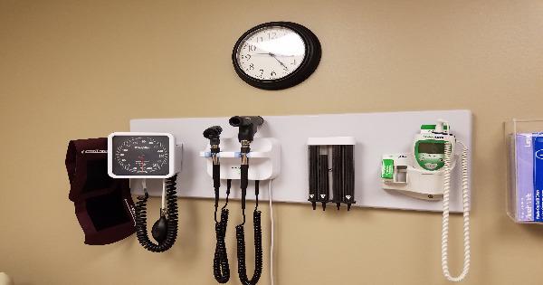 ¿Cuándo se deben reponer los equipos médicos?