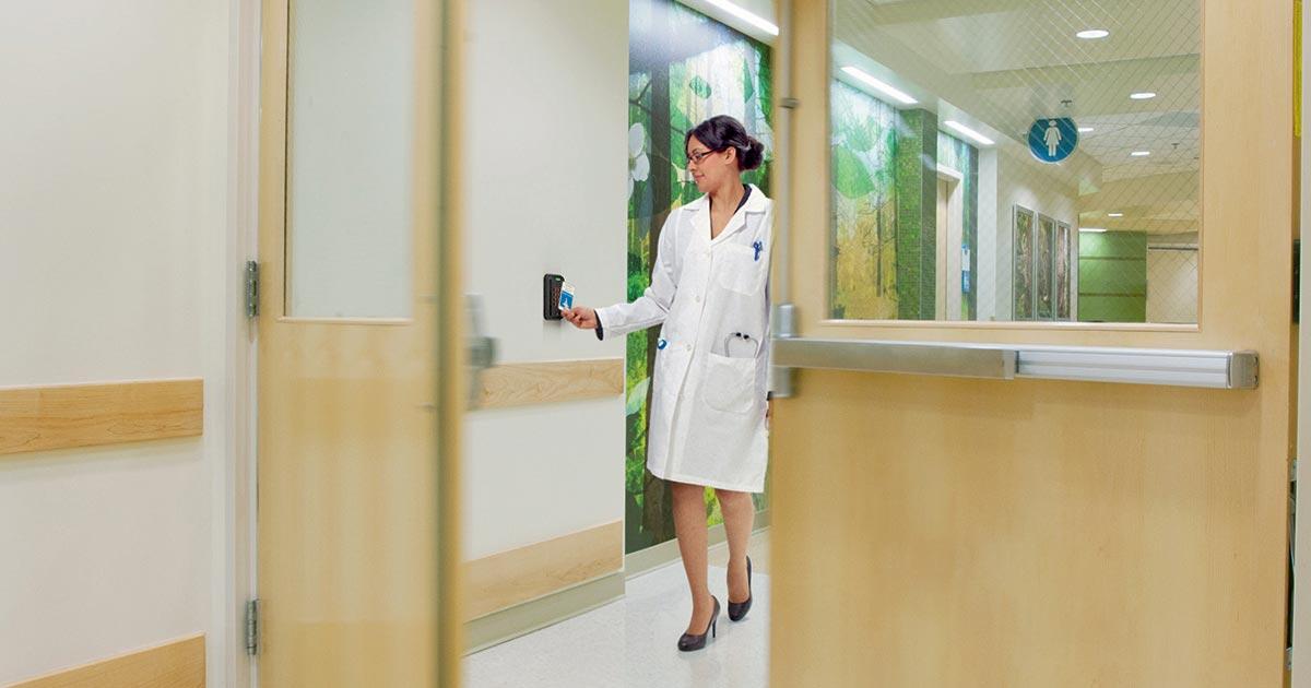 Los sistemas de control de acceso y seguridad en hospitales