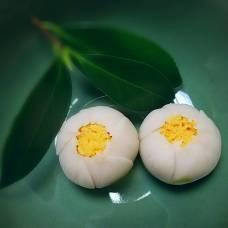 洗心会 銘「白玉」梅花亭製 中は君(黄身)餡 紅葉が盛りの清水谷の稽古日