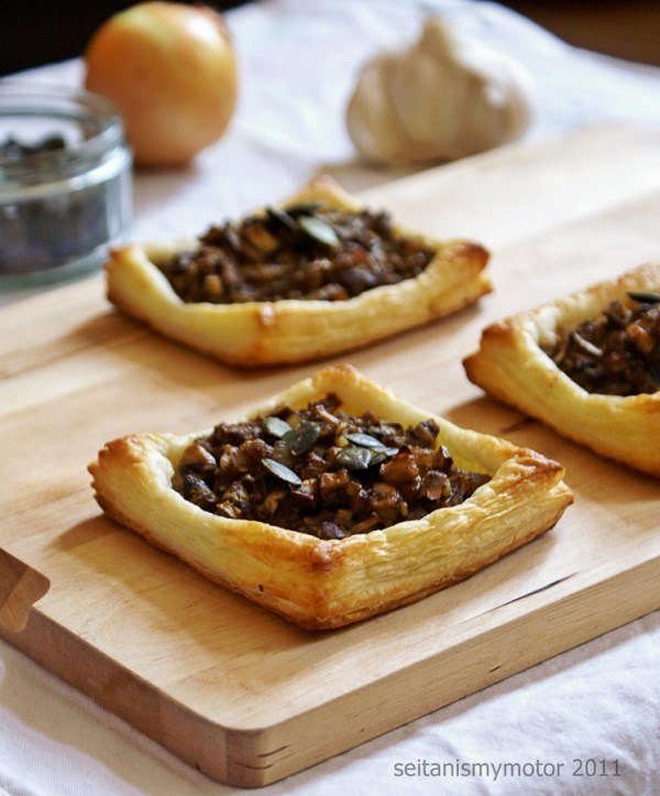 easy vegan puff pastry sheets filled with mushrooms