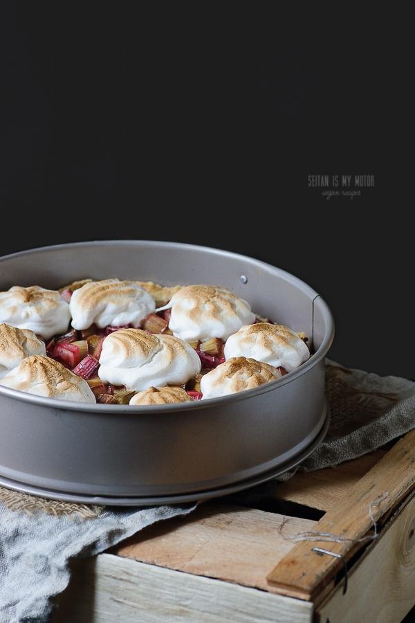 rhubarb vanilla meringue tart | seitanismymotor.com