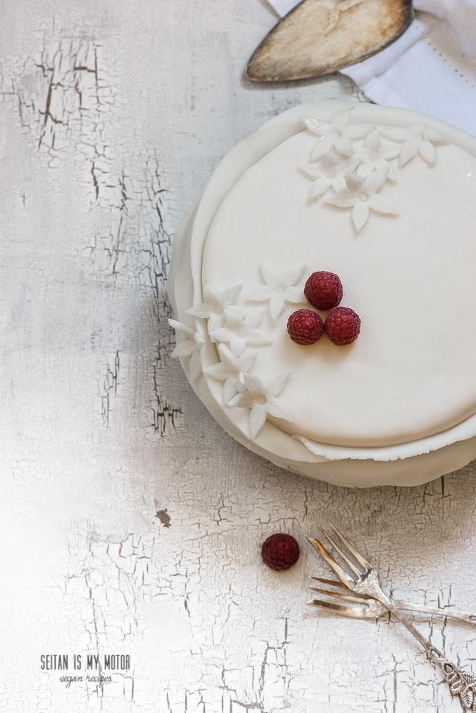 raspberry fondant cake #cake #vegan #baking #fondant