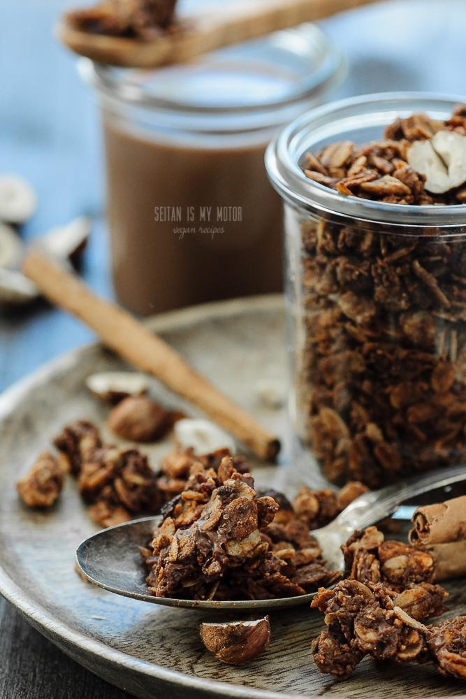 Lebkuchen Chocolate Granola