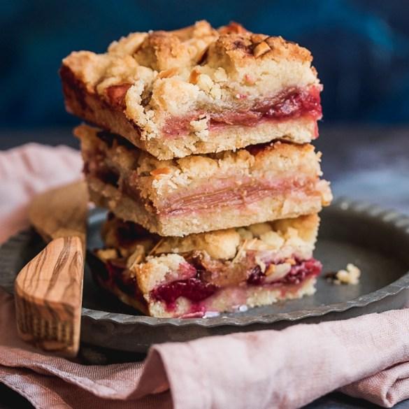 Easy Rhubarb Streusel Cake