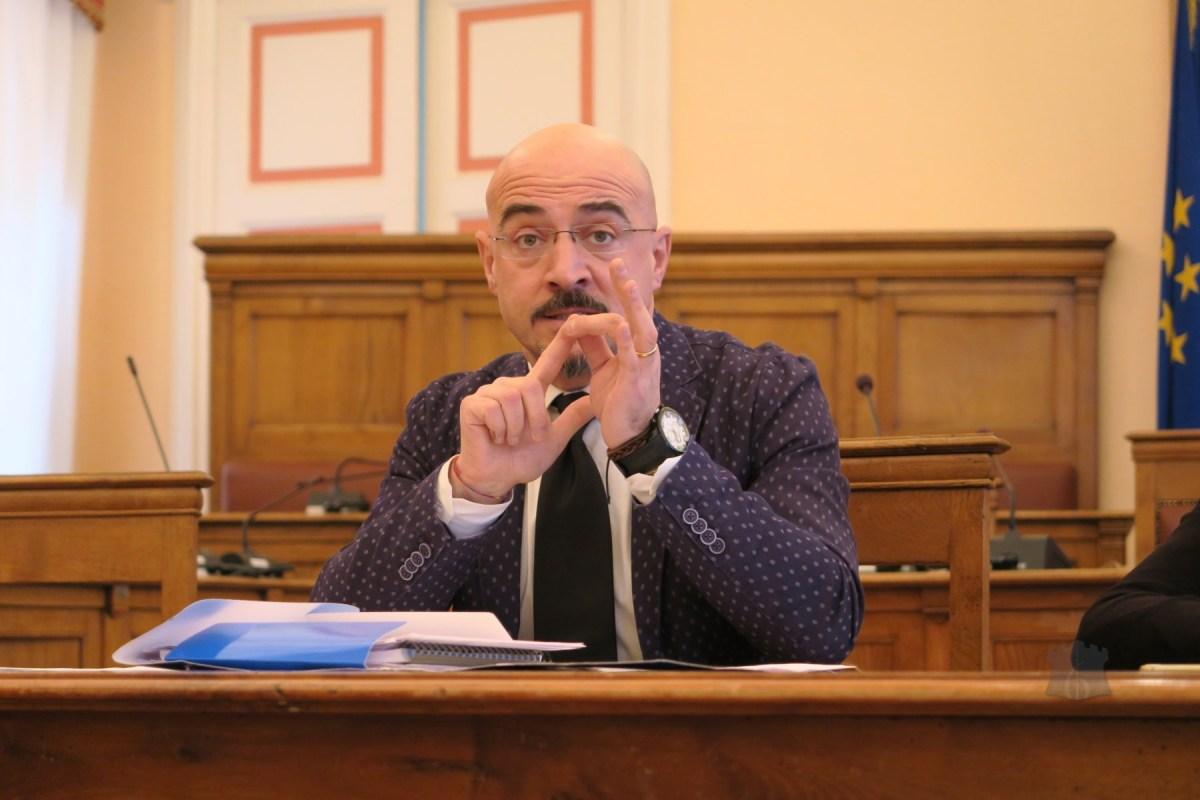 Estate Campobassana in alto mare, Francesco Pilone presenta un'interrogazione urgente in Comune