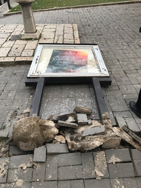 Distrussero la bacheca in piazza Umberto I a Riccia, identificati dai Carabinieri grazie alla videosorveglianza