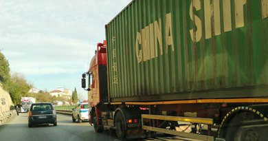 Salerno, traffico in tilt sul viadotto Gatto: tir in avaria
