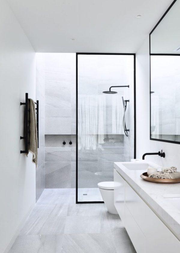 kamar mandi monokrom