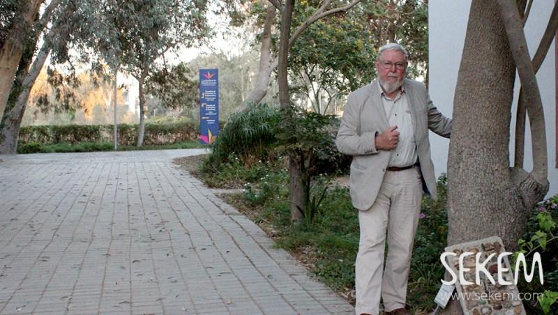 د.مايكل سوكو أثناء إلقاء محاضرته بجامعة هليوبوليس للتنمية المستدامة