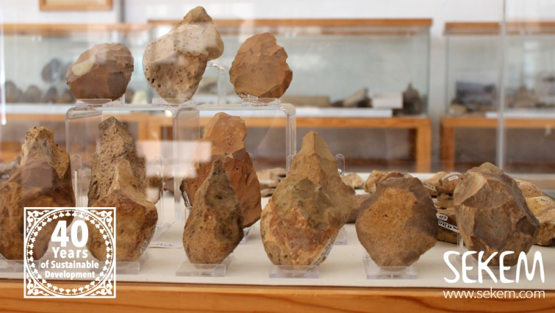 Arrowheads made by prehistoric men in the SEKEM Museum.