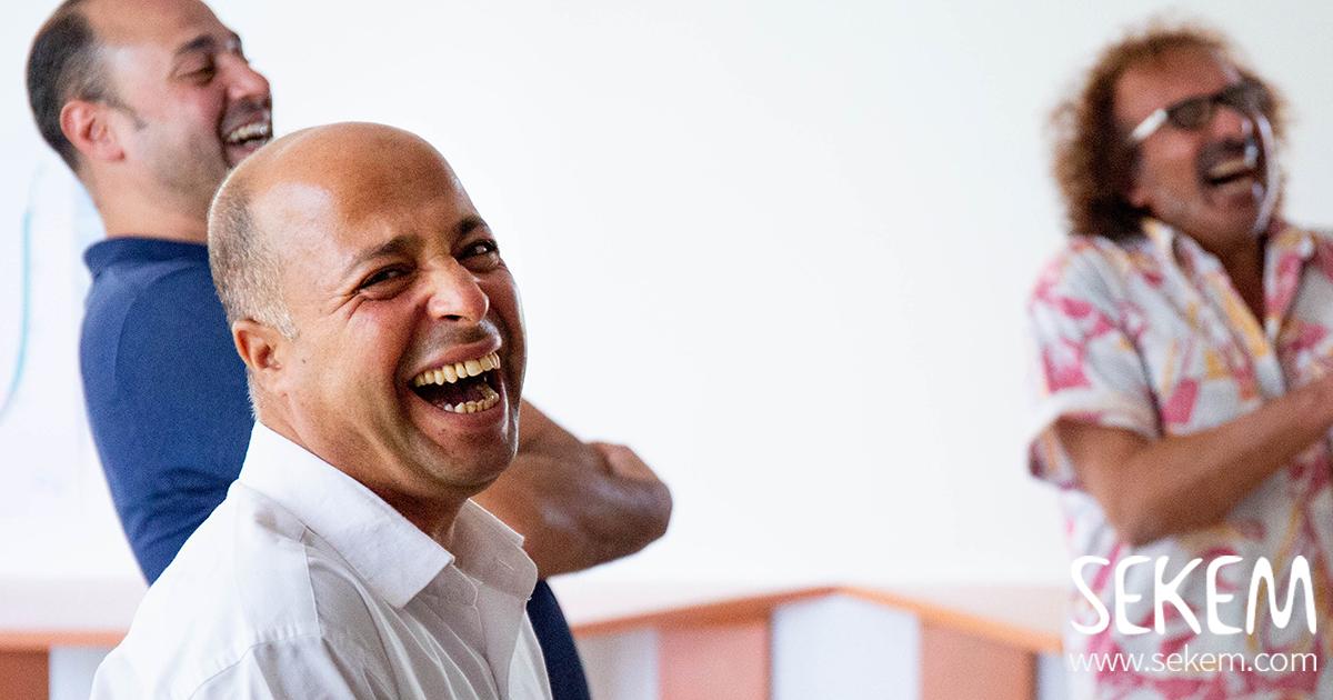 Glücklichsein am Arbeitsplatz: keine Theorie, sondern gelebte Praxis