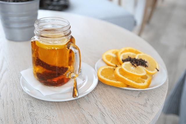 herbata z pomarańczą i goździkami