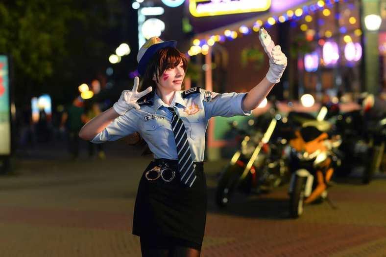Lindo Cosplay Feminino da D.VA Policial, com uniforme - Overwatch - Cosplay com minissaia temática 04