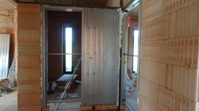 Stavební pouzdro ukotvené pomocí montážní pěny