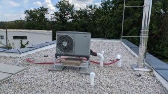 Tepelné čerpadlo umístěné na střeše