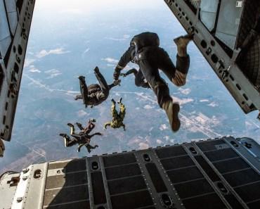 Parachuting Guys