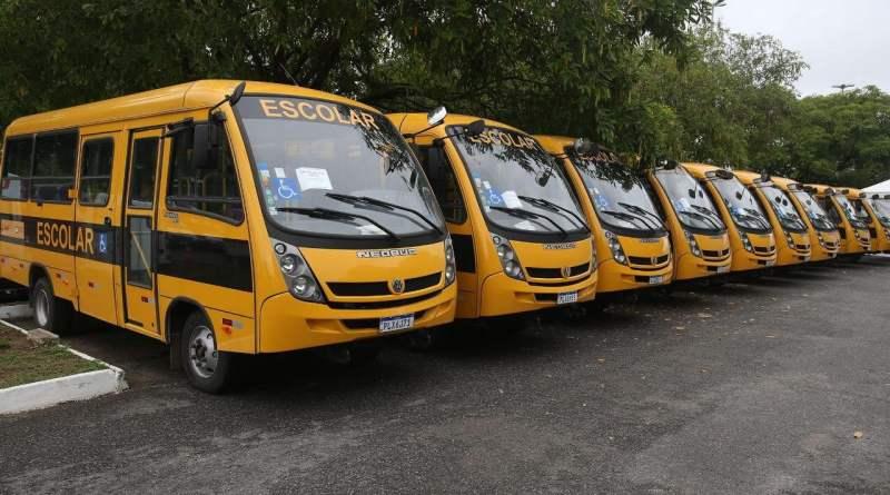 Em Salvador, Rui Costa entrega mais de R$ 15,7 milhões em ônibus escolares, ambulâncias e viaturas