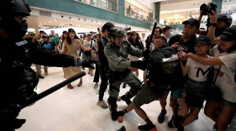 Dezenas de pessoas são presas em Hong Kong durante protesto