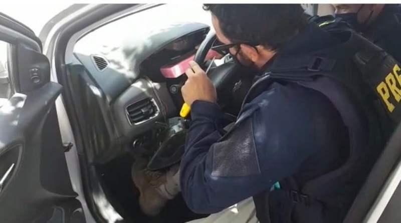 Casal é preso com 10Kg de cocaína escondida em carro na BR 242, região de Seabra