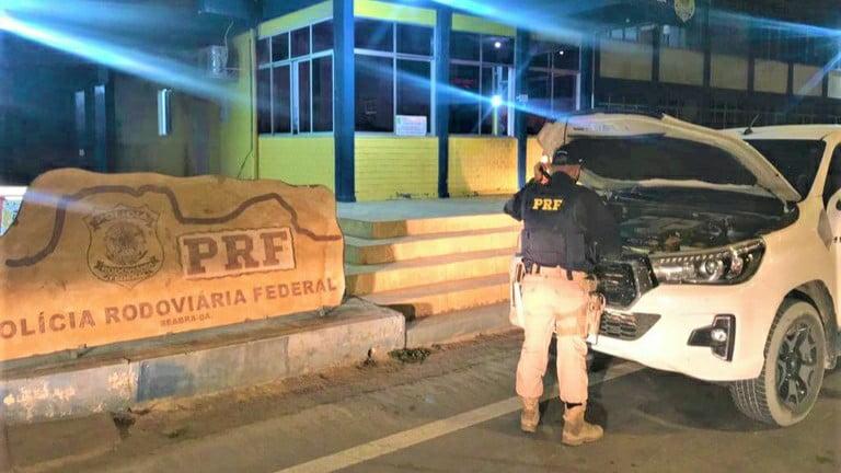 Caminhonete Hilux furtada em Serrana (SP) é recuperada pela PRF na BR-242 em Seabra