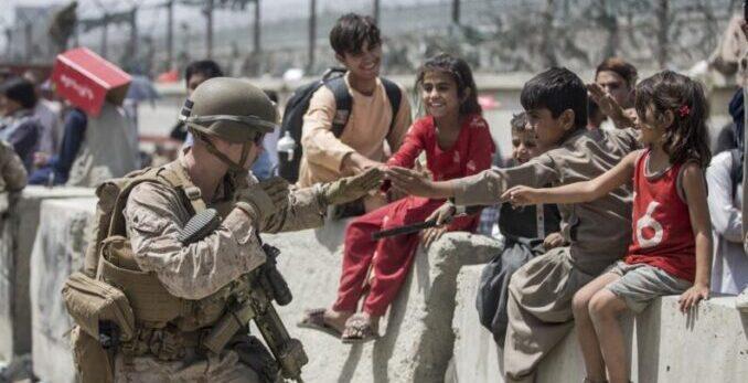 Unicef advirtió que 10 millones de niños necesitarán ayuda humanitaria en Afganistán