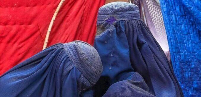 En un hecho inédito para Afganistán, las mujeres marcharon por sus derechos