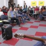 Aída Avella con los trabajadores de Bogotá