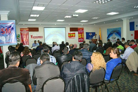 Trabajadores bancarios en el evento. Foto J.C.H.