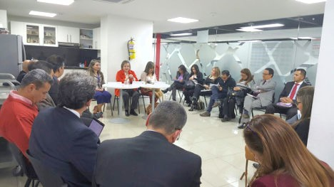Reunión de sindicatos y administración de Medicina Legal con la Ministra de Trabajo, Clara López.